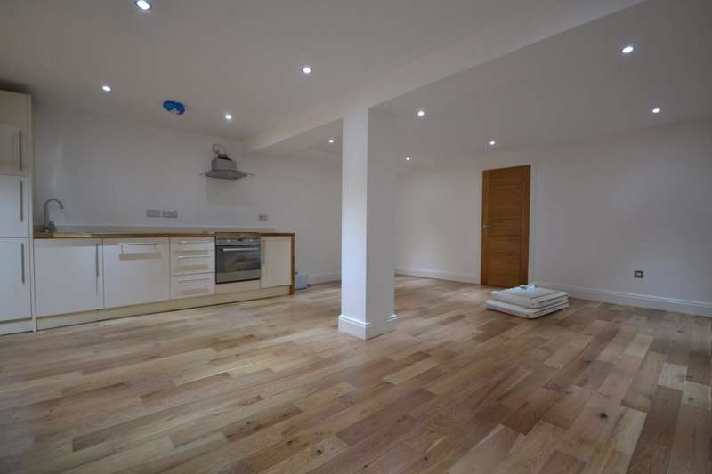 3 Bedrooms Flat for rent in Leytonstone, E11
