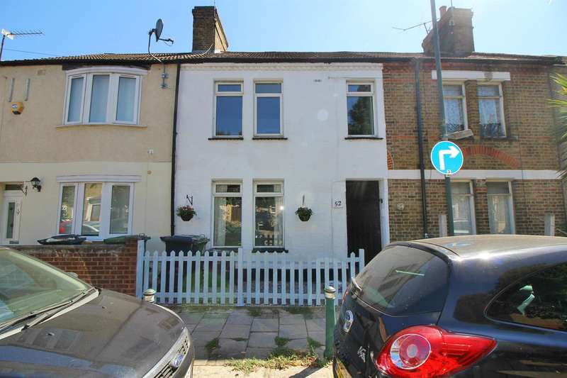 3 Bedrooms Terraced House for sale in Queens Road, Waltham Cross, Herts EN8