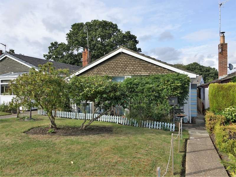 2 Bedrooms Detached Bungalow for sale in Curlew Walk, Hythe