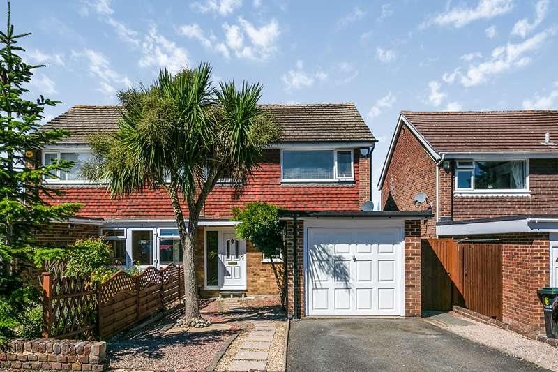 3 Bedrooms Semi Detached House for sale in Cedar Close, Meopham, Kent, DA13