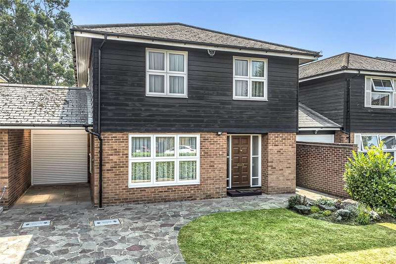 4 Bedrooms Detached House for sale in Rowans Way, Loughton, Essex, IG10