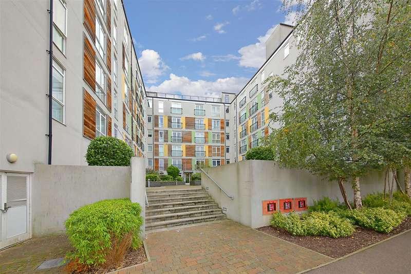 2 Bedrooms Flat for sale in Maxwell Road, Borehamwood