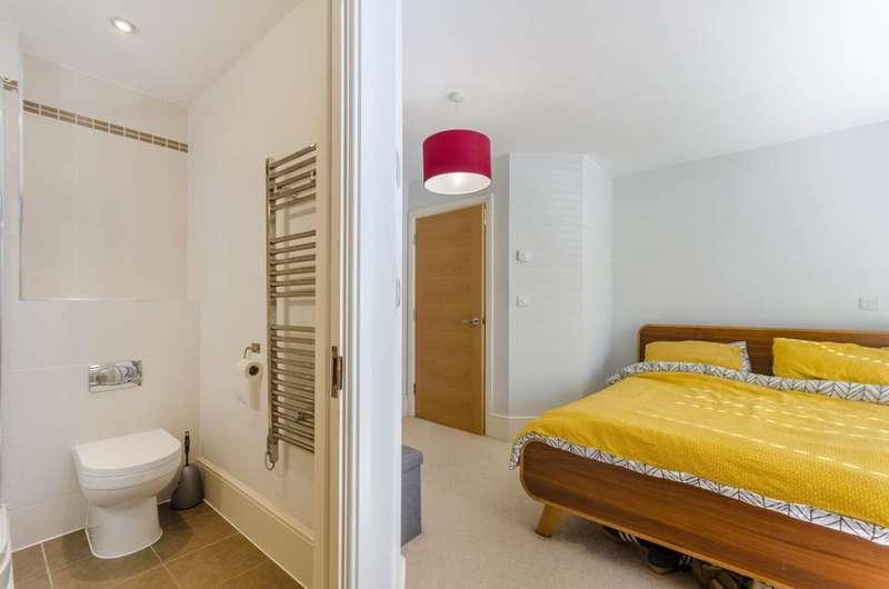 2 Bedrooms Flat for sale in Trewsbury Road, Sydenham, SE26