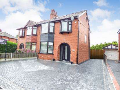 4 Bedrooms Semi Detached House for sale in Brandlesholme Road, Brandlesholme, Bury, Greater Manchester, BL8