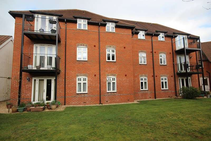 2 Bedrooms Apartment Flat for sale in Sovereign Place, The Close, Ringwood, Hampshire, BH24