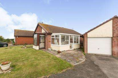 2 Bedrooms Bungalow for sale in Traeth Melyn, Deganwy, Conwy, North Wales, LL31