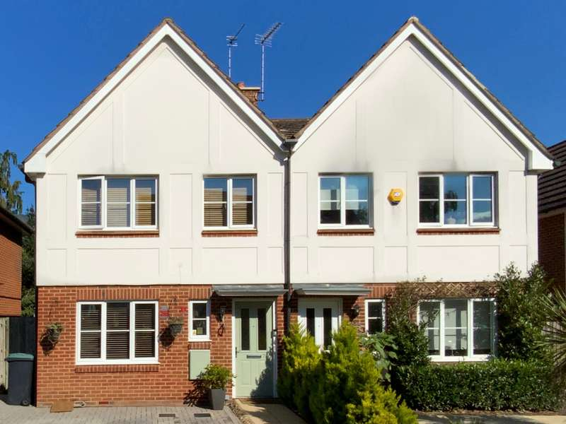 3 Bedrooms Semi Detached House for sale in Oxhey Hall, Watford