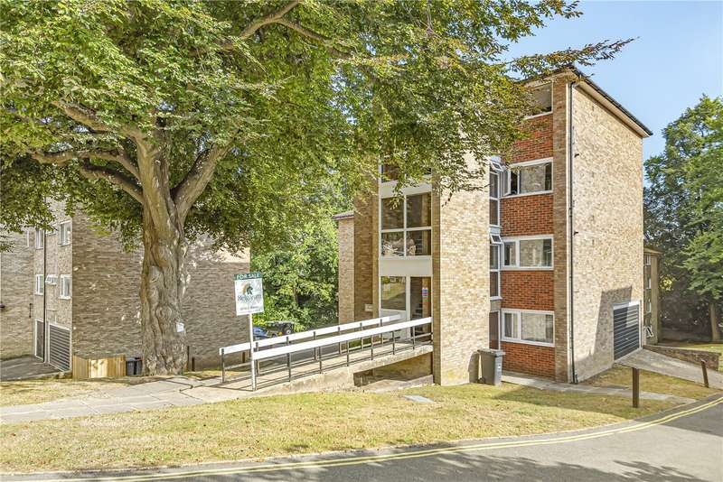 2 Bedrooms Flat for sale in Farringdon Court, Northlands Drive, Winchester, Hampshire, SO23