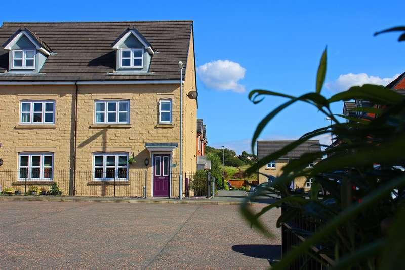 4 Bedrooms Town House for sale in Corden Avenue, Darwen, BB3 3FL