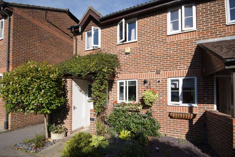 2 Bedrooms End Of Terrace House for sale in Beechwood Court, Liss, Hampshire, GU33
