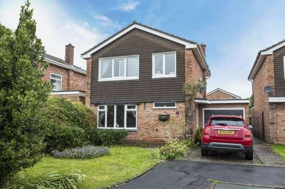 3 Bedrooms Property for sale in Pitstone Close (off Parkside Avenue), Stafford, Staffordshire, ST16 1TT