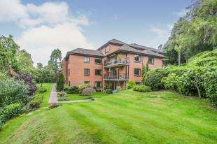 2 Bedrooms Flat for sale in Dorin Court, Landscape Road, Warlingham, Surrey