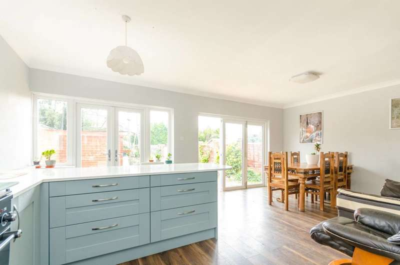 4 Bedrooms Bungalow for sale in Rectory Lane, Byfleet, KT14, Byfleet, KT14