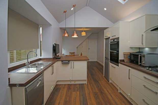 4 Bedrooms Semi Detached House for sale in Gresham Road, Thornton-Cleveleys, FY5