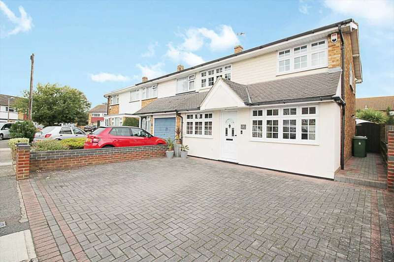 3 Bedrooms Semi Detached House for sale in Mead Close, Grays, Grays