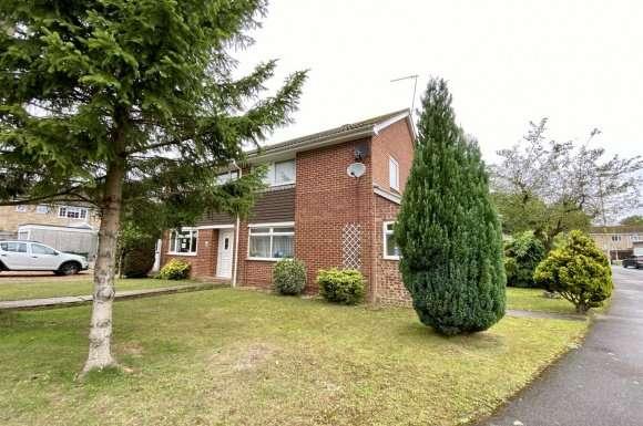 3 Bedrooms Property for sale in Pinehurst, Tadley