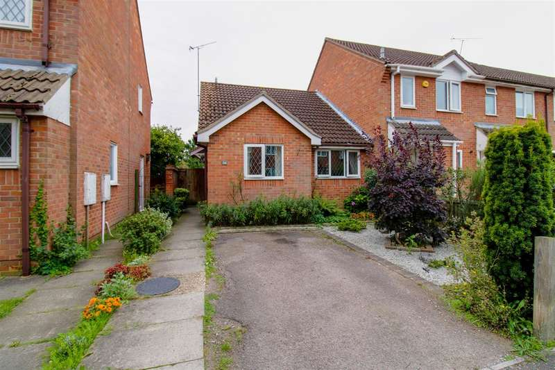 2 Bedrooms Bungalow for sale in Albrighton Croft, Highwoods, Colchester, CO4