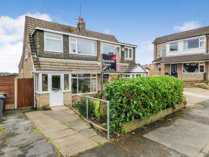 3 Bedrooms Semi Detached House for sale in Upton Way, Walshaw, Bury, Greater Manchester, BL8