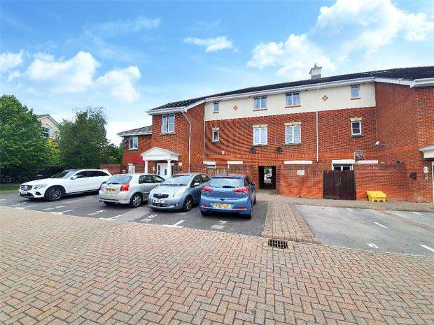 2 Bedrooms Apartment Flat for sale in Dartmouth Court, Gosport, Hampshire