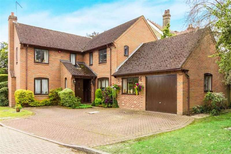4 Bedrooms Detached House for sale in Osborne Gardens, Little Heath, Hertfordshire