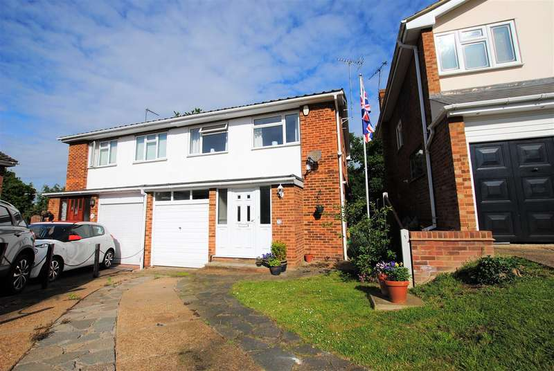4 Bedrooms Semi Detached House for sale in The Chimes, Benfleet