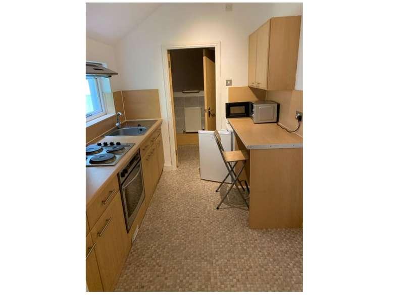1 Bedroom Studio Flat for rent in Room 3, 14 Bankfield Road, Huddersfield, HD1 3HR