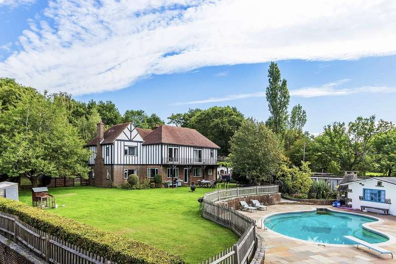 5 Bedrooms Detached House for sale in Outwood, Surrey