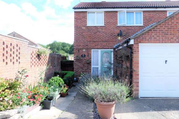 3 Bedrooms Detached House for sale in Cairns Road, Colchester