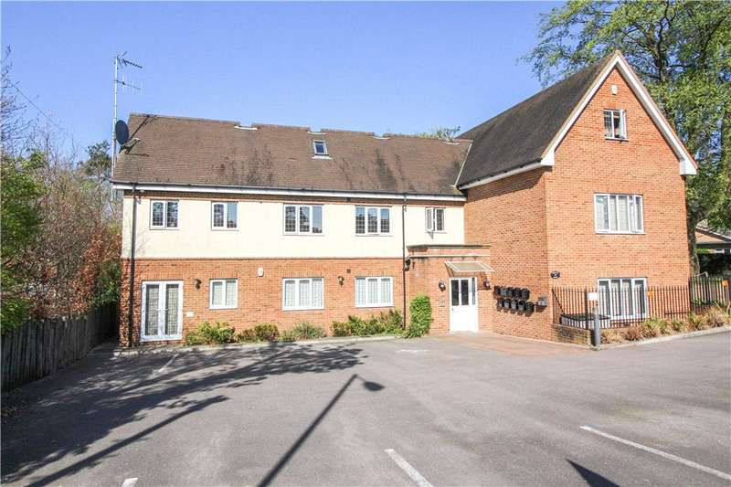 2 Bedrooms Apartment Flat for sale in Robin Hill House, Monteagle Lane, Yateley, Hampshire, GU46