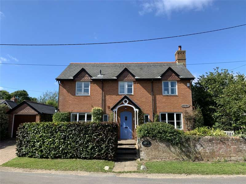 3 Bedrooms Detached House for sale in Burnt House Lane, Pilley, Lymington, Hampshire, SO41
