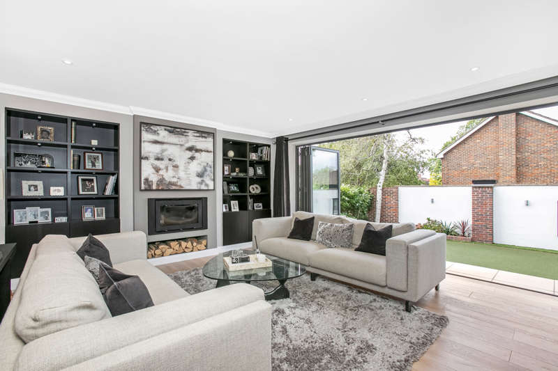 5 Bedrooms Detached House for sale in Rouse Gardens, London