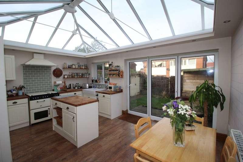 3 Bedrooms Semi Detached House for sale in Highfield Avenue, Lostock Hall, Preston, Lancashire, PR5