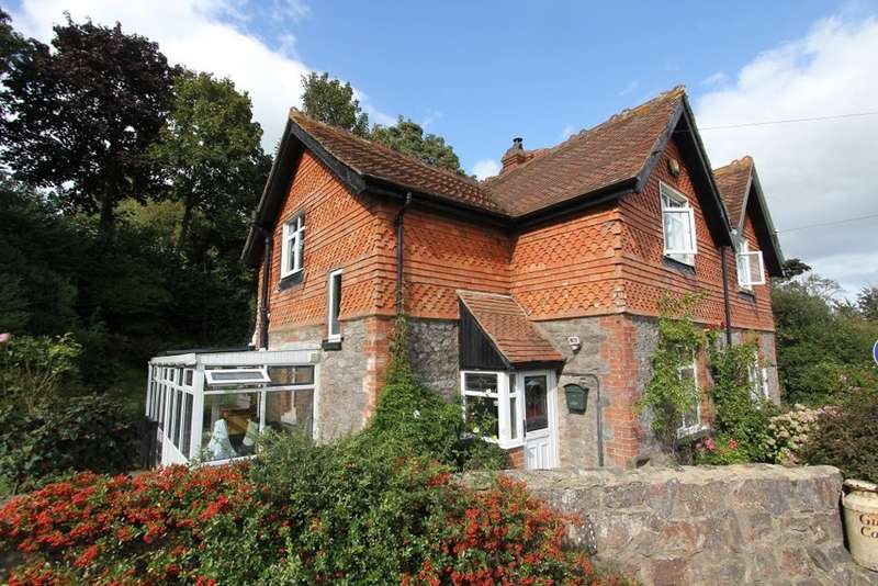 3 Bedrooms Semi Detached House for sale in Newton Road, Bishopsteignton, Teignmouth
