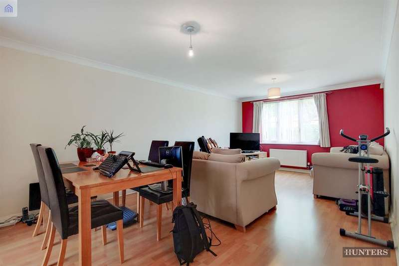 2 Bedrooms Flat for sale in Westfield Gardens, Chadwell Heath, RM6