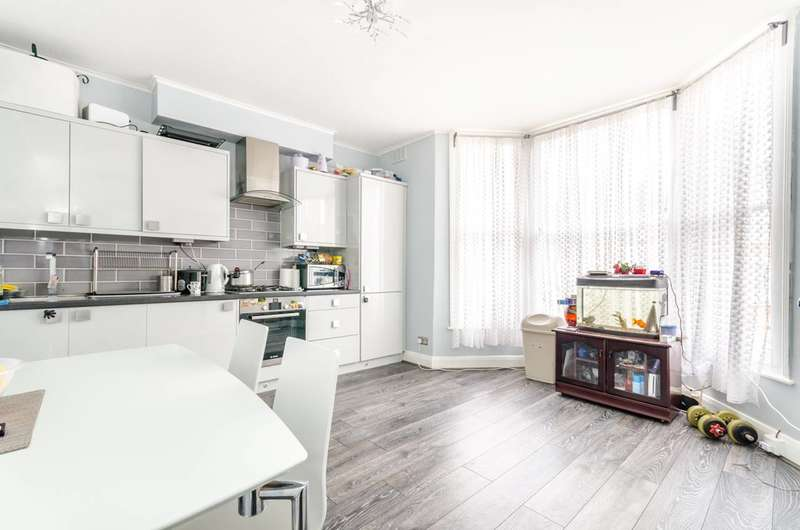 2 Bedrooms Flat for sale in Dowanhill Road, Catford, SE6