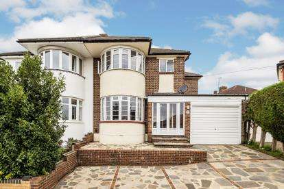 4 Bedrooms Semi Detached House for sale in Hainault, Ilford, Essex