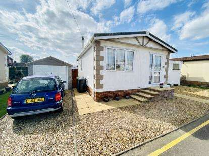 2 Bedrooms Mobile Home for sale in Long Close, Lower Stondon, Henlow, Beds