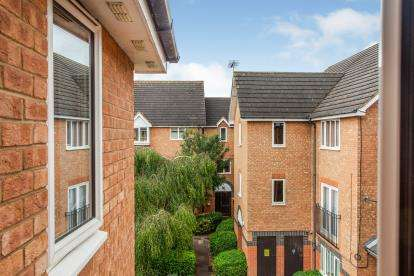 2 Bedrooms Flat for sale in Farthingale Court, Peregrin Road, Waltham Abbey, Essex