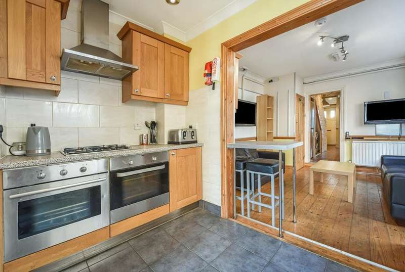 5 Bedrooms Terraced House for rent in Chesterfield Gardens, London N4