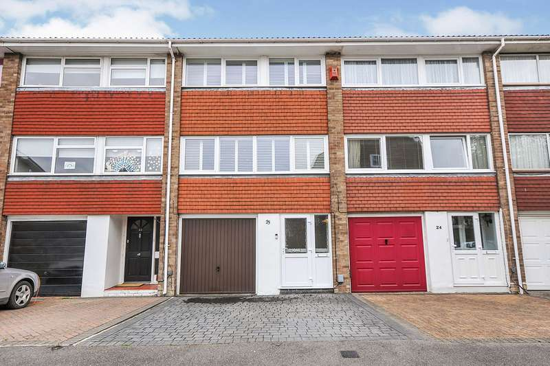 3 Bedrooms House for sale in Lila Place, Swanley, Kent, BR8