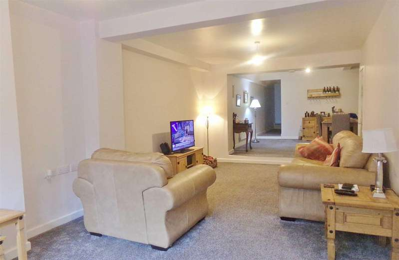 3 Bedrooms Flat for sale in Whitehaven Road, Cleator Moor