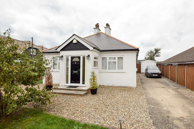 3 Bedrooms Detached Bungalow for sale in Golden Hill, Whitstable