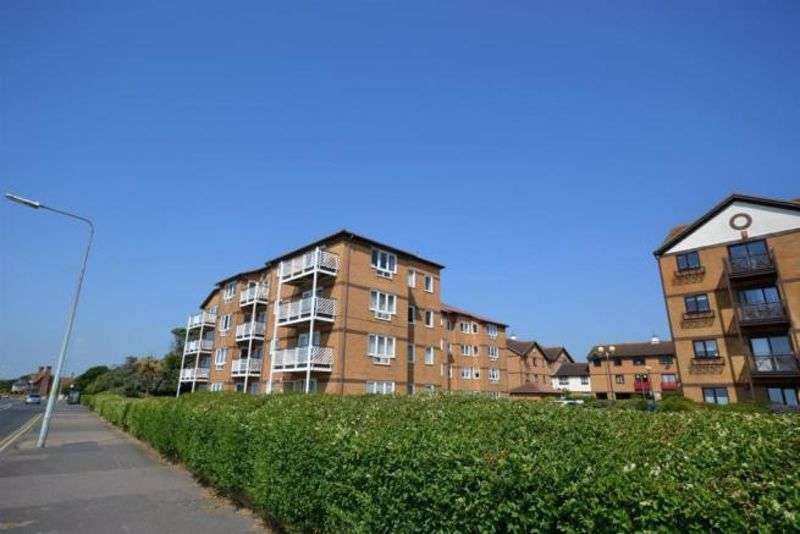 2 Bedrooms Property for sale in Connaught Gardens East, Clacton-On-Sea CO15