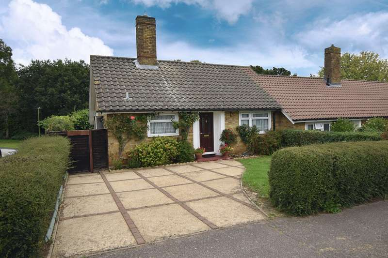 2 Bedrooms Bungalow for sale in Blythway, Welwyn Garden City, AL7