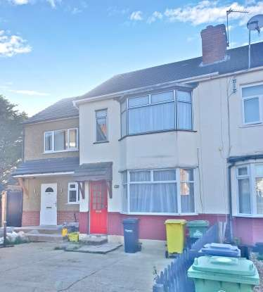 Terraced House for sale in Cedar Avenue, Waltham Cross, Hertfordshire, EN8 8AU