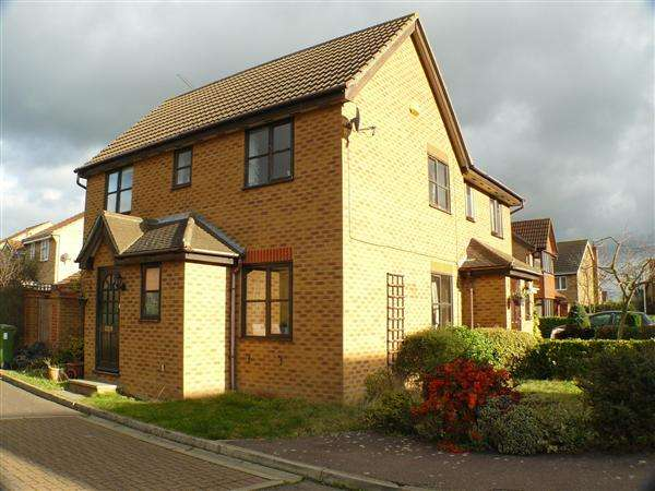 3 Bedrooms Semi Detached House for rent in Knox Court, Wickford