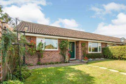 2 Bedrooms Bungalow for sale in Thriplow, Royston, Cambridgeshire