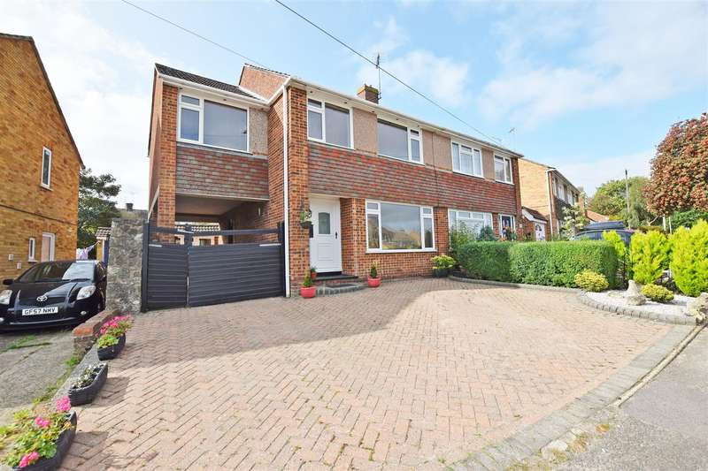 6 Bedrooms Semi Detached House for sale in Kenilworth Drive, Rainham