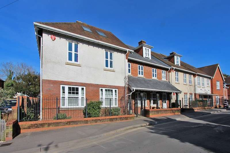 3 Bedrooms Apartment Flat for sale in Brookley Lodge, Grigg Lane, Brockenhurst, Hampshire, SO42