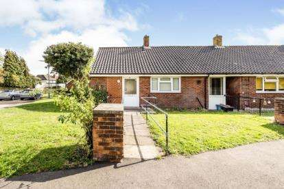 2 Bedrooms Bungalow for sale in Ilford